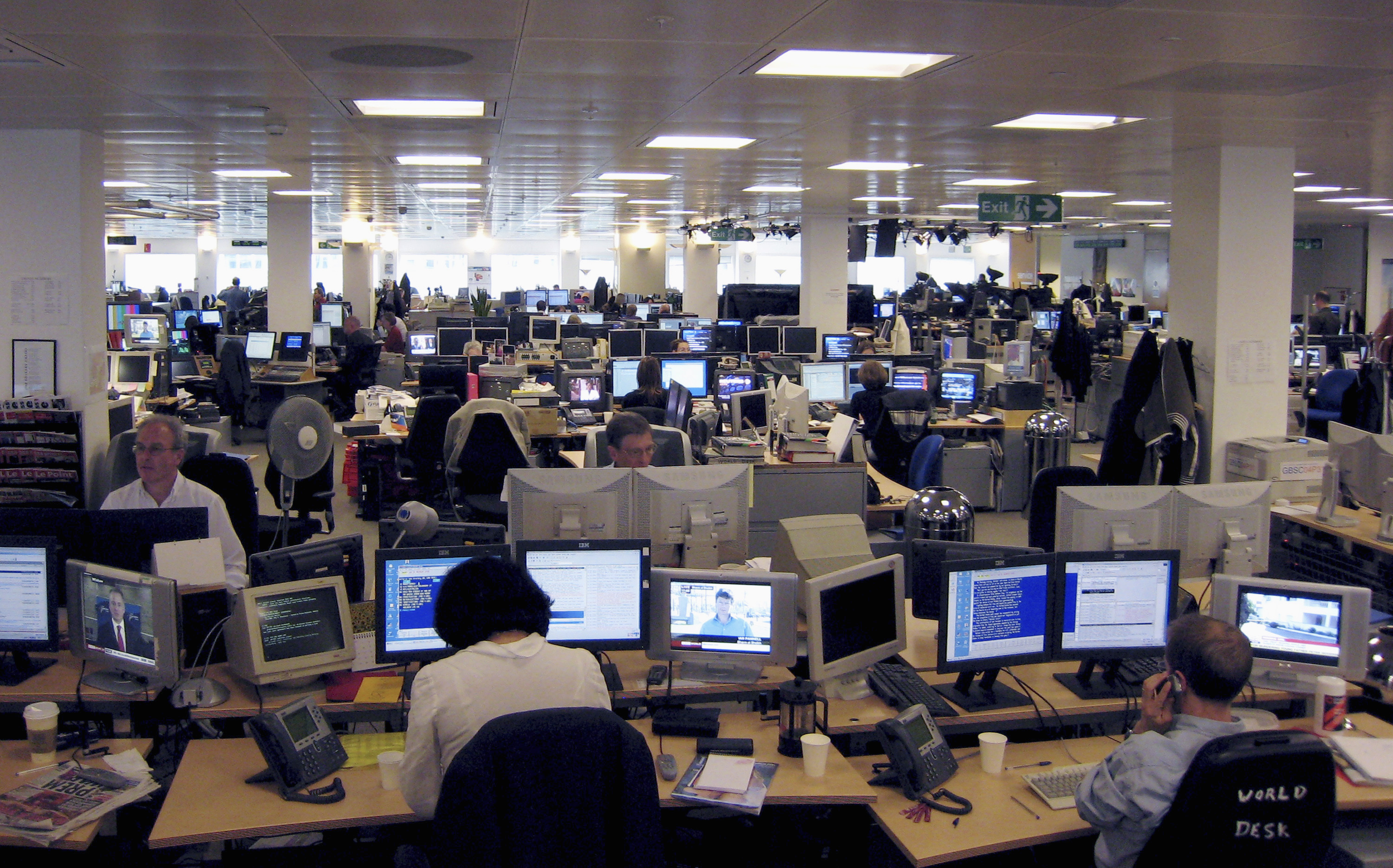 Employees work in the Reuters newsroom in London. REUTERS/Simon Newman