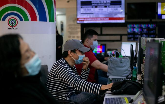 Writers and editors of ABS-CBN, the country's biggest broadcaster, work at the newsroom in their headquarters, following orders by telecoms regulator to cease its operations in Quezon City, Metro Manila, Philippines, May 6, 2020. REUTERS/Eloisa Lopez